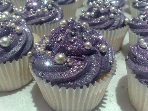 How To Make Edible Glitter Dust For Cakes